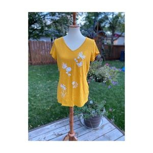 🦔 St Johns Bay Yellow T-shirt Sequin Butterfly